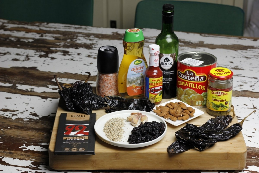 afbeelding 01-rode-mole-poblano-ingredienten-rode-mole-jpg