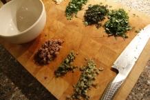 De fijngehakte ingrediënten