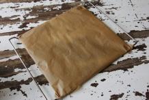 Leg bakpapier op het rooster