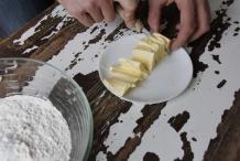 Snij de boter in plakjes