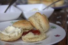 afbeelding scones-met-clotted-cream-en-jam-jpg