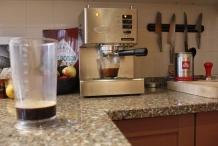 De koffie moet sterk zijn