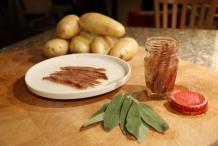 Ingrediënten:Aardappels, ansjovis, salie