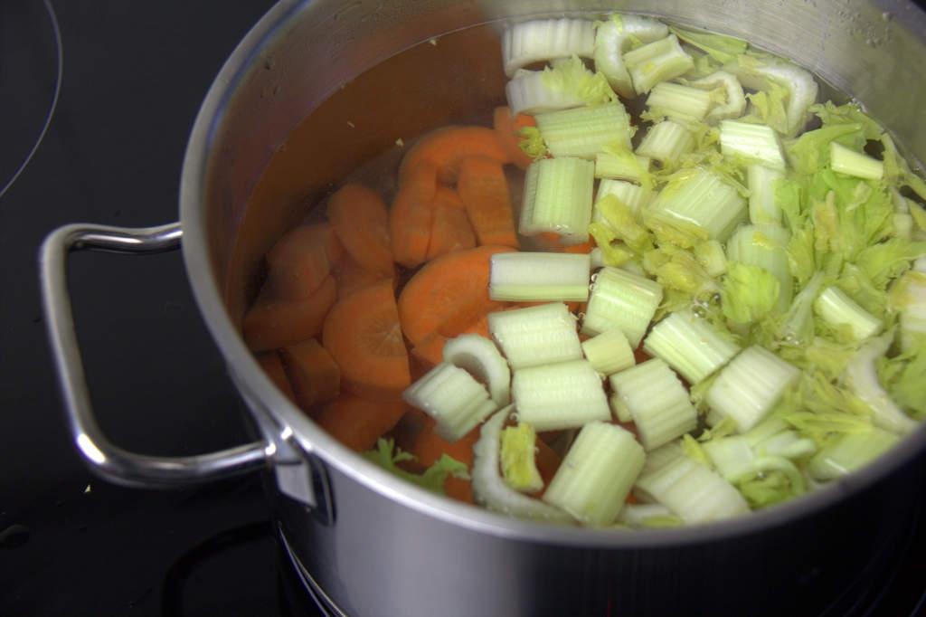 afbeelding 04-vitello-tonato-doe-de-groenten-in-de-pan-jpg