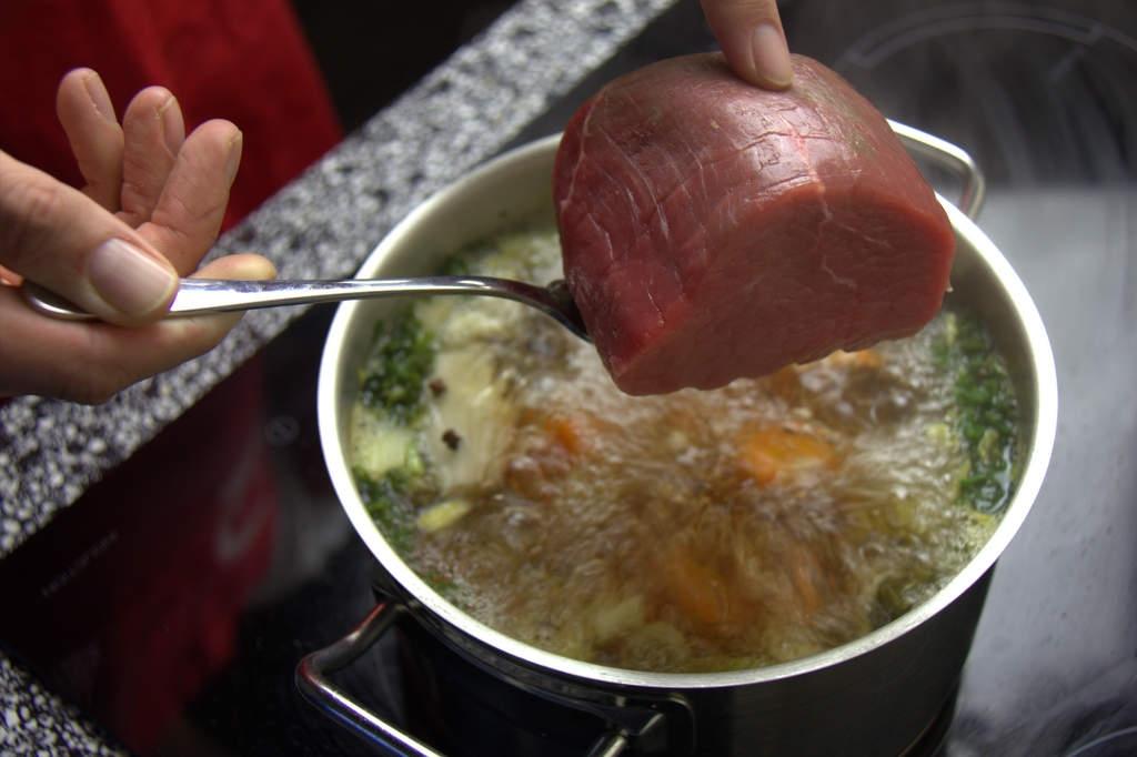 afbeelding 12-vitello-tonato-doe-het-vlees-in-de-pan-jpg