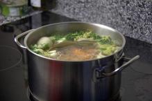 Breng de bouillon aan de kook