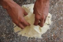Bij het kneden komen gluten vrij