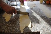 Snijd de pastavellen op de gewenste lengte